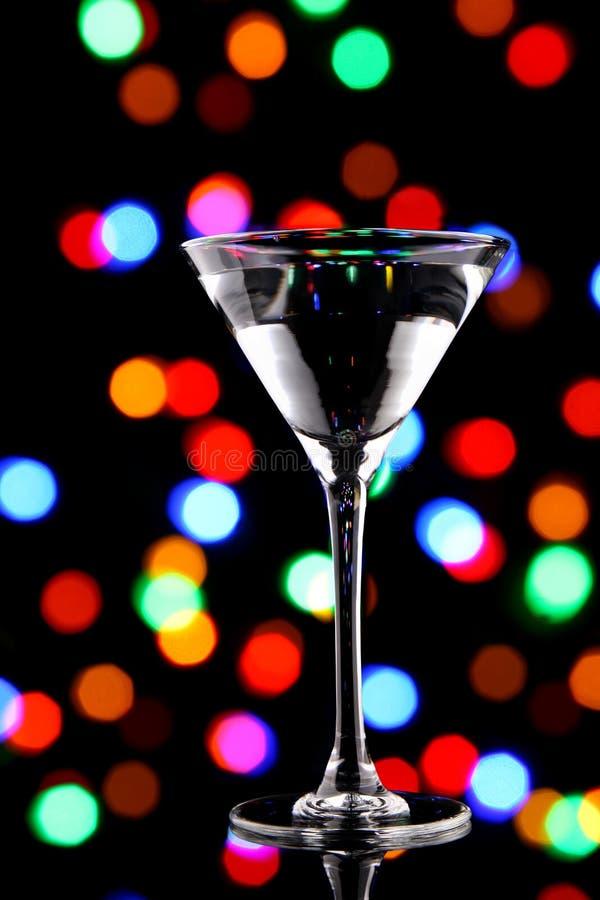 Cocktail de Martini avec des lumières de Noël images libres de droits