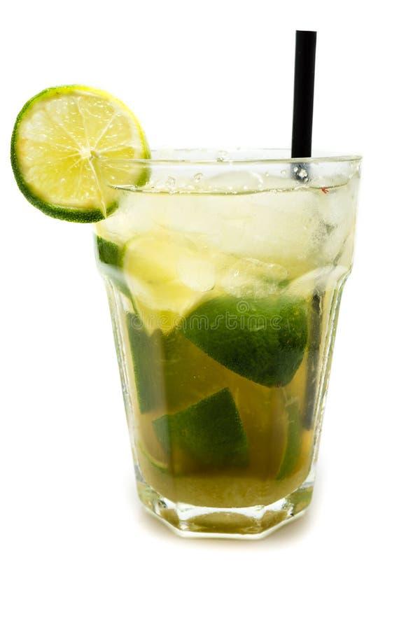Cocktail de Mojito isolado no fundo branco foto de stock royalty free