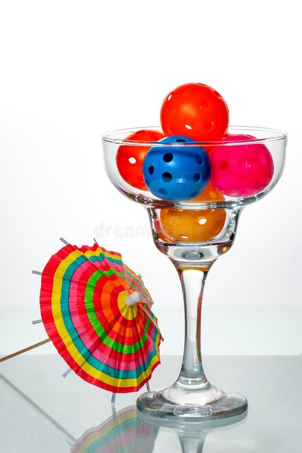 Cocktail de Pickleball com guarda-chuva fotos de stock royalty free