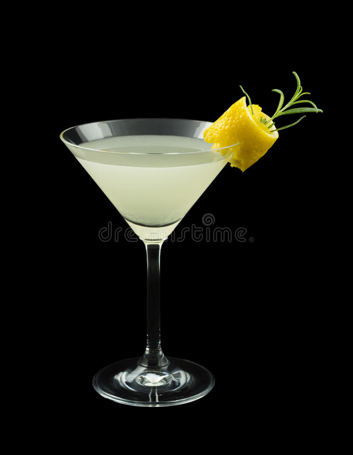 Cocktail de Rosemary Lemontini d'isolement sur le noir image stock