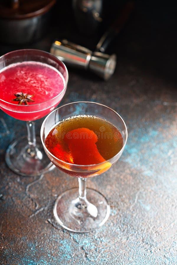 Cocktail de whiskey de chute avec l'entrain orange photo stock