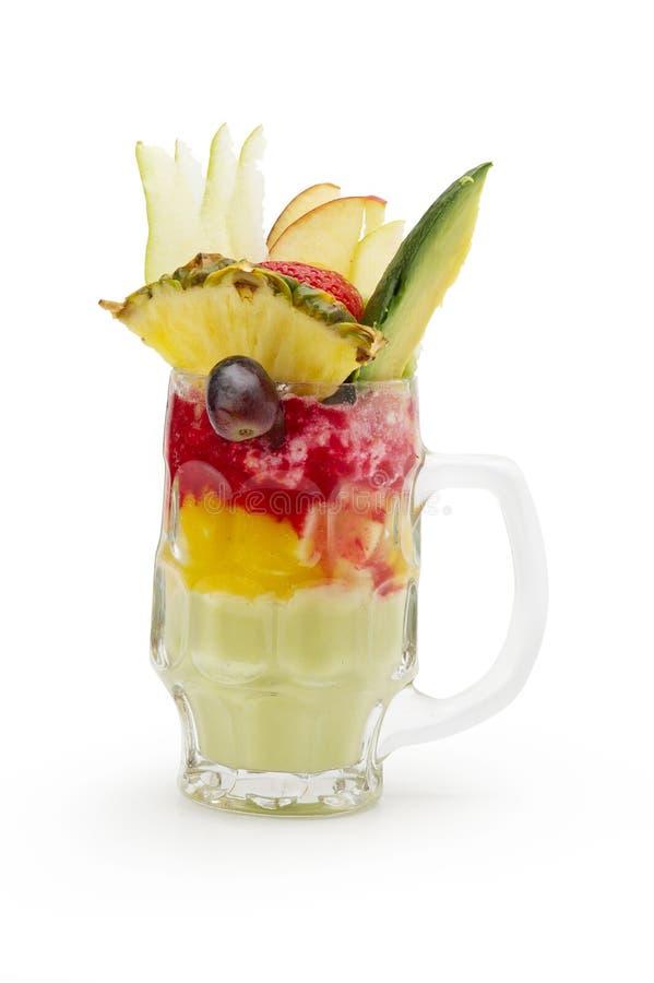Cocktail dell'avocado, fragola, mango fotografie stock libere da diritti