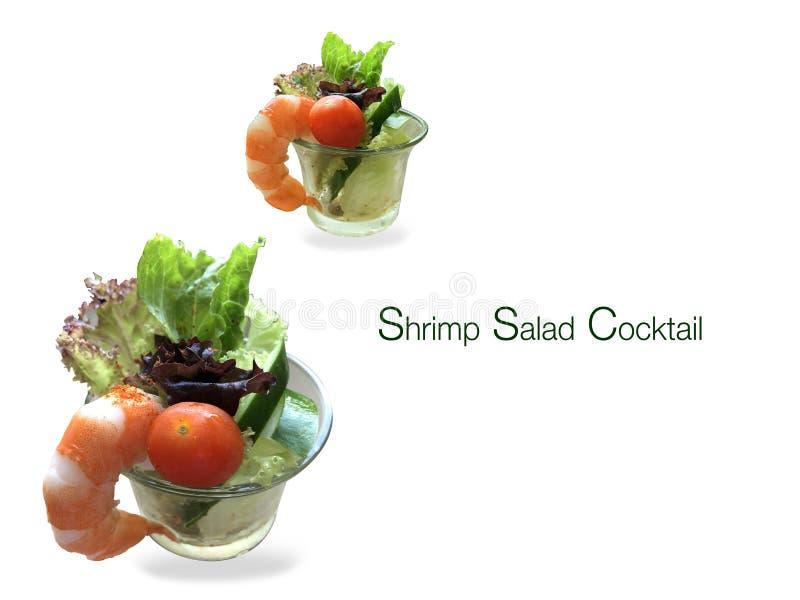 Cocktail dell'insalata del gamberetto con un fondo bianco fotografia stock