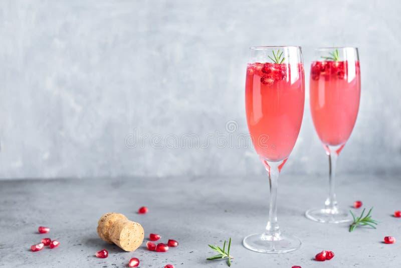 Cocktail della mimosa del melograno fotografia stock libera da diritti