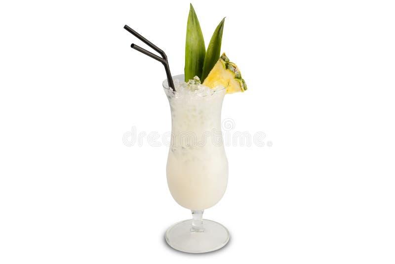 Cocktail di colada di Pina isolato su fondo bianco immagine stock libera da diritti