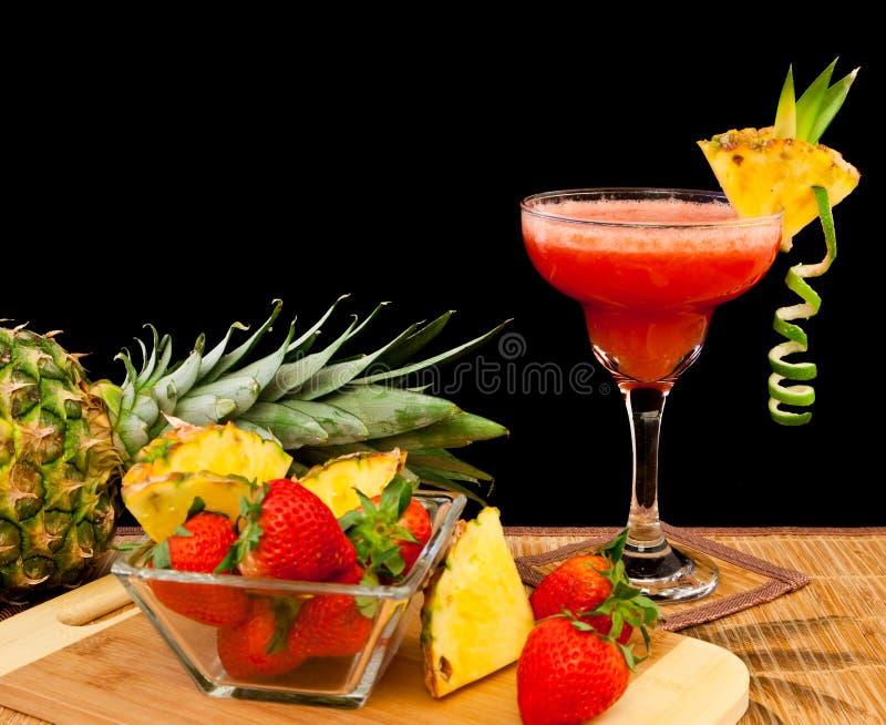 Cocktail di frutta tropicale immagine stock