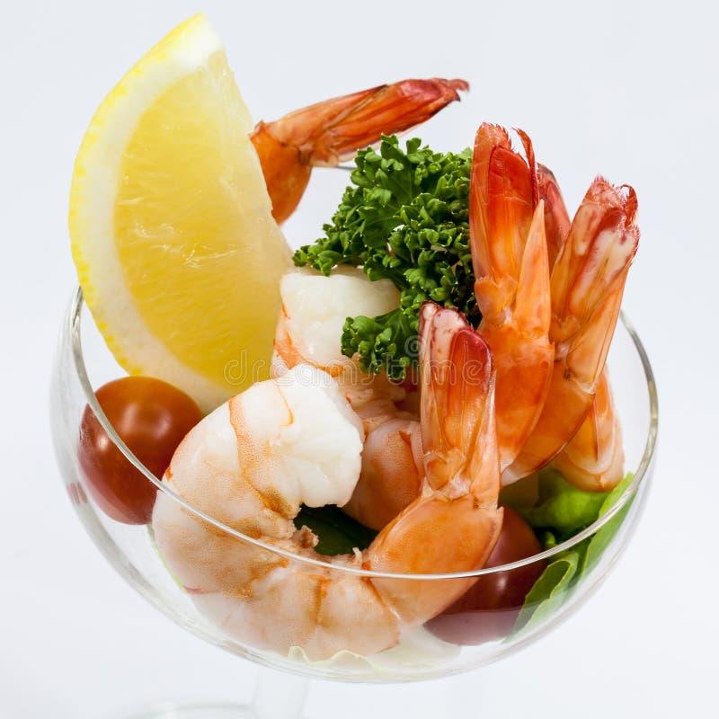 Cocktail di gamberetto isolato su un bianco fotografia stock