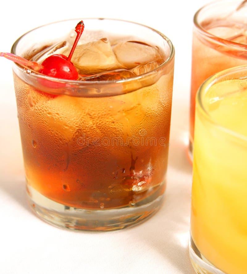 Cocktail di Manhattan sulla roccia fotografie stock libere da diritti