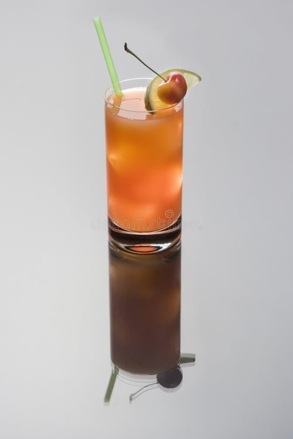 Cocktail di Seabreeze su una priorità bassa grigia fotografia stock