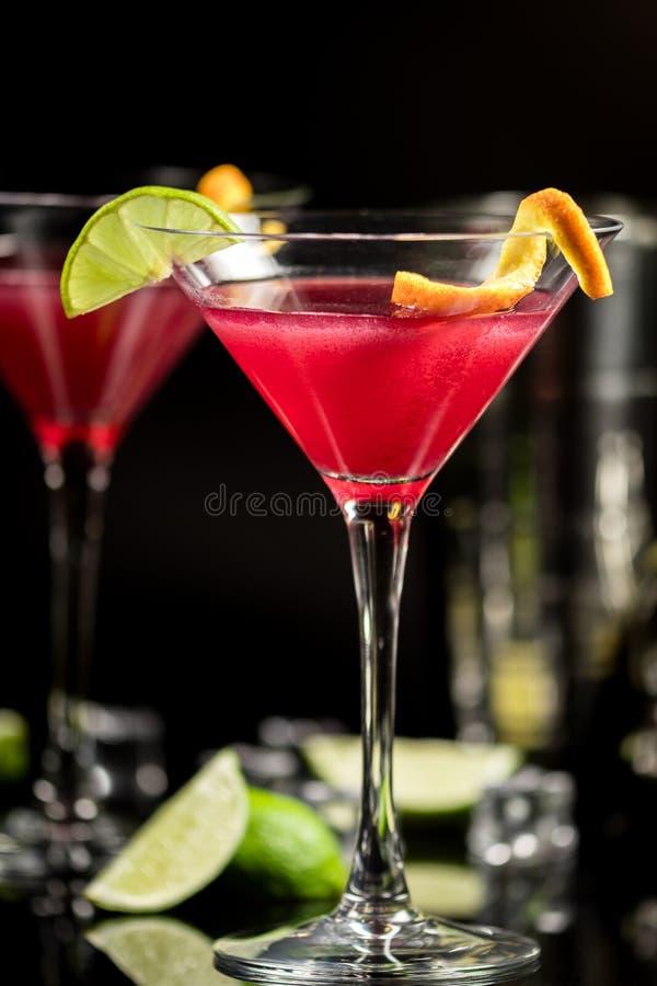 Cocktail do álcool cosmopolita imagens de stock royalty free