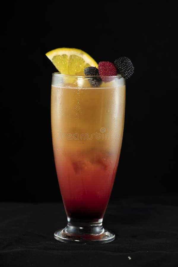 Cocktail do nascer do sol do Tequila com tequila, suco de laranja e xarope de groselha imagem de stock royalty free