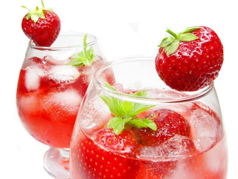 Cocktail do suco de fruta mixa com morango fotos de stock royalty free