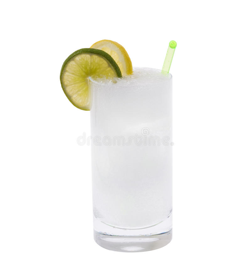 Cocktail do tónico da vodca ou da gim foto de stock