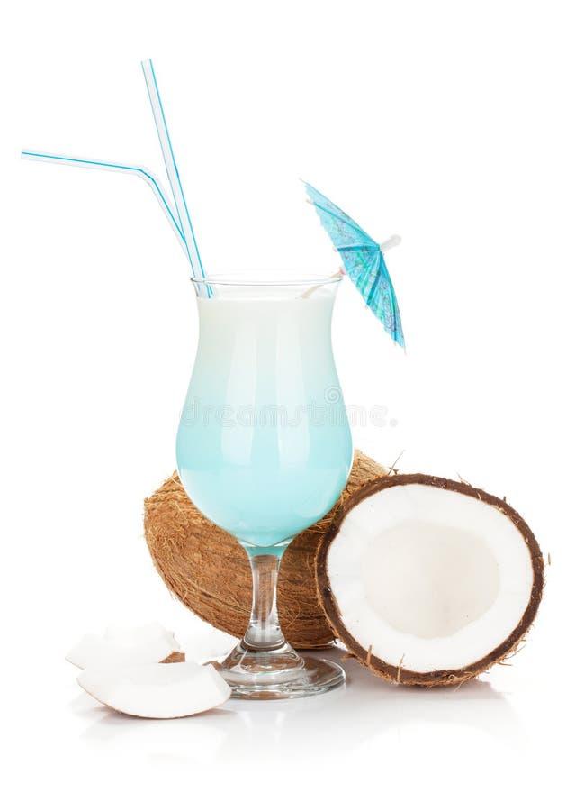 Cocktail e cocos azuis de Havaí imagem de stock royalty free