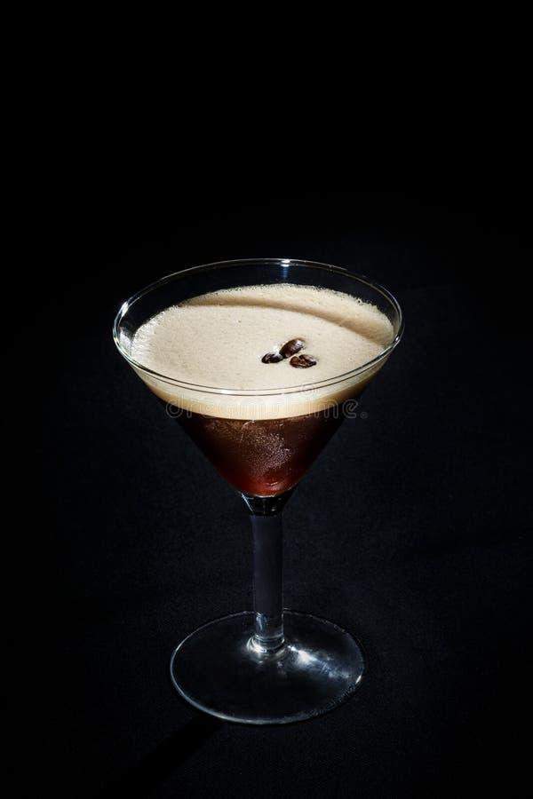 Cocktail em um fundo preto imagem de stock royalty free