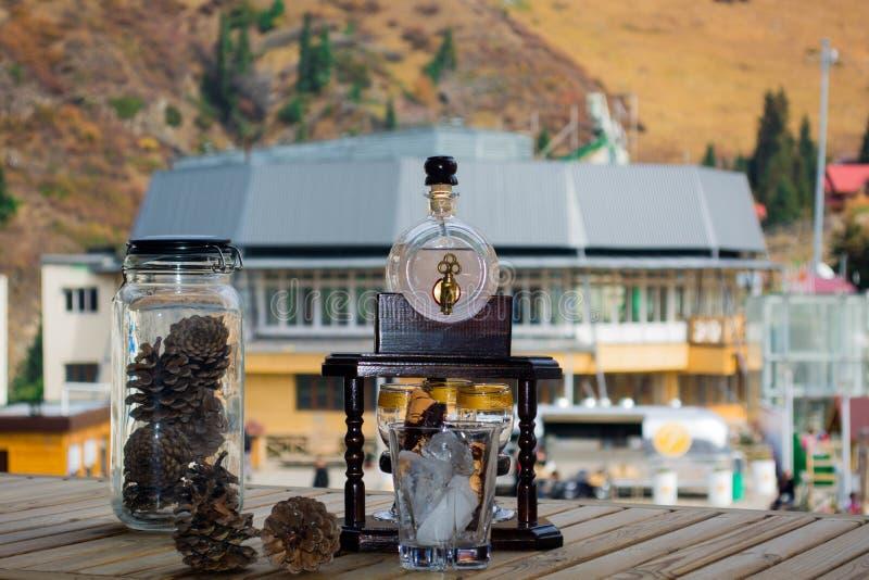 Cocktail en kegels op chimbulak royalty-vrije stock foto