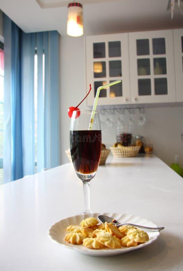 Cocktail en koekjes royalty-vrije stock fotografie