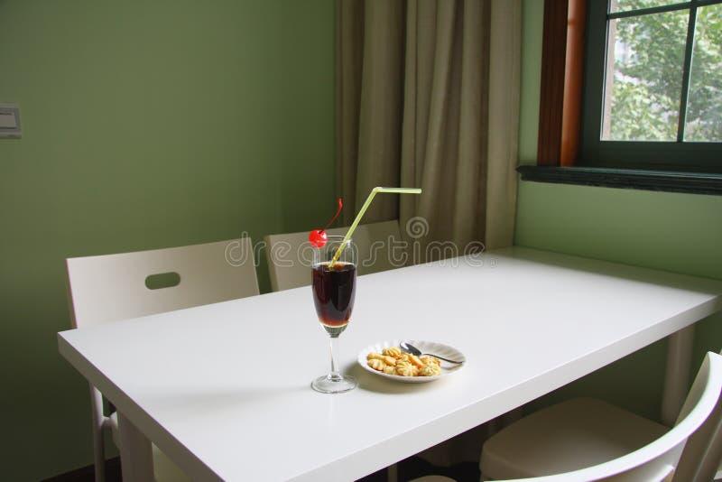 Cocktail en koekjes royalty-vrije stock foto's