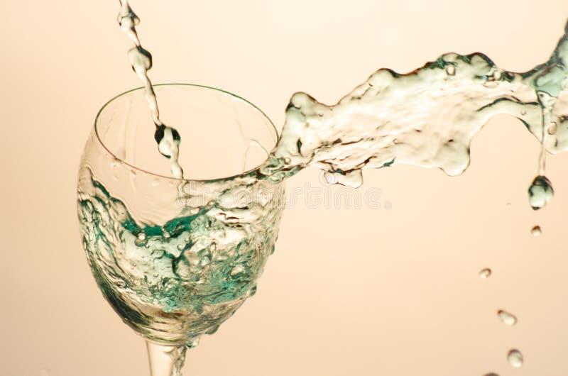 Cocktail en verre d'aclohol de partie image stock