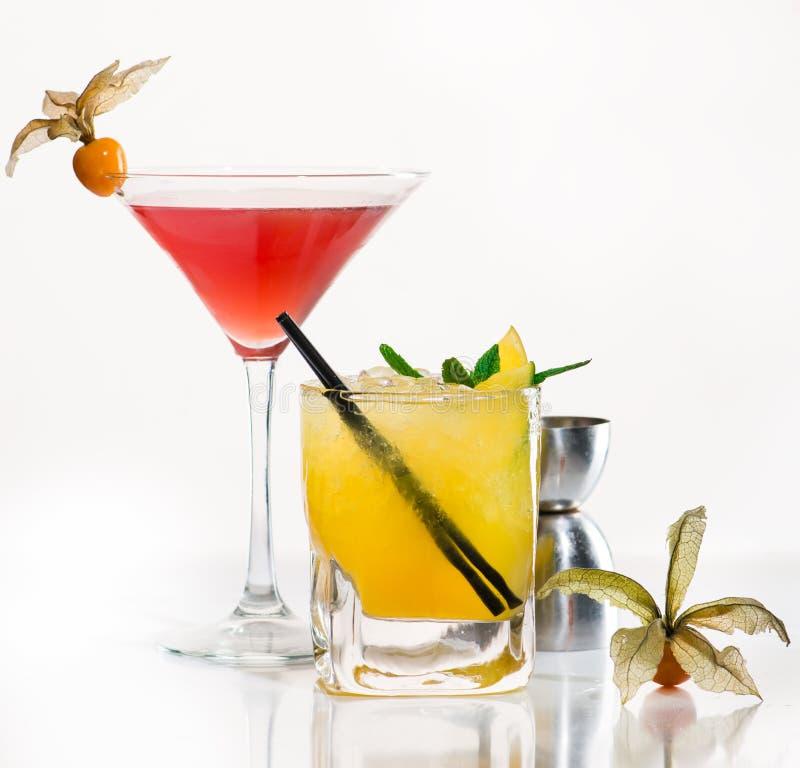 Cocktail esotico su una luce immagini stock libere da diritti