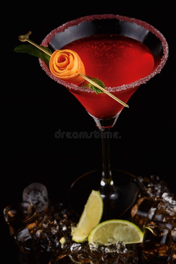 Cocktail exótico com close up cor-de-rosa imagens de stock