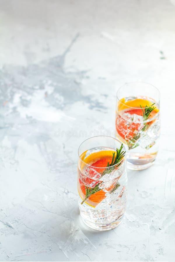 Cocktail extravagante misturado da bebida do vário tônico da gim imagens de stock royalty free