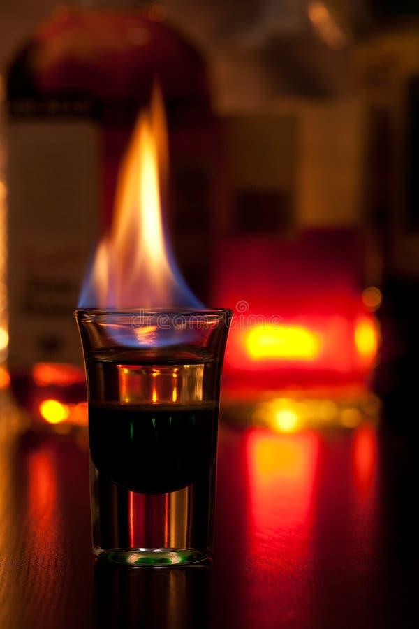 Cocktail flamejante fotografia de stock