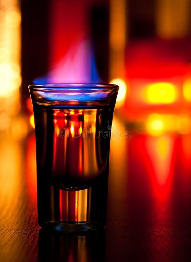 Cocktail flamejante imagem de stock royalty free