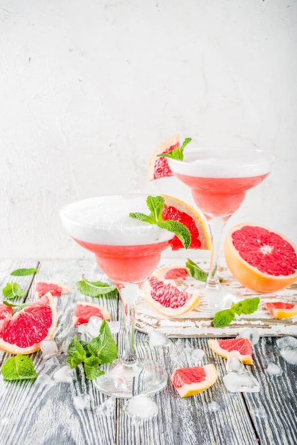 Cocktail freddo di martini dell'agrume Aperol Spritz immagine stock