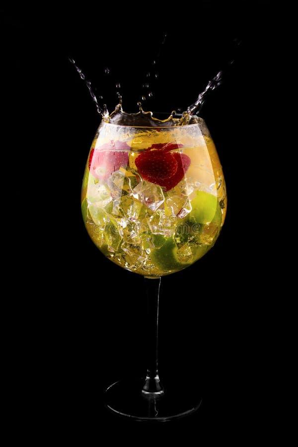 Cocktail fresco com respingo imagens de stock royalty free