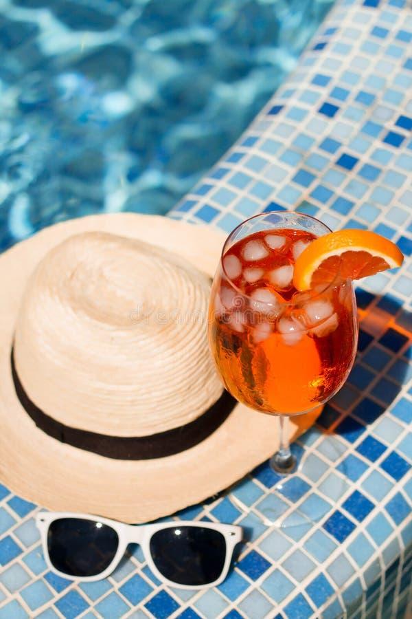 Cocktail fresco con l'arancia fotografia stock