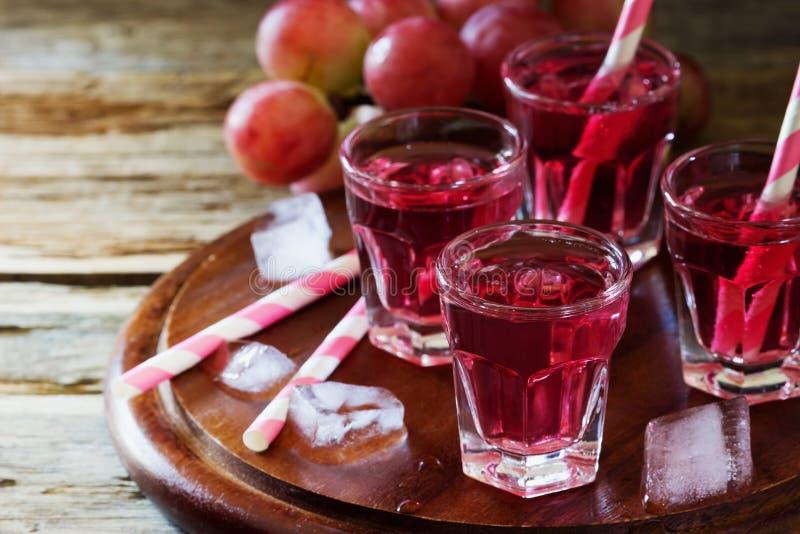 Cocktail fresco das uvas fotografia de stock