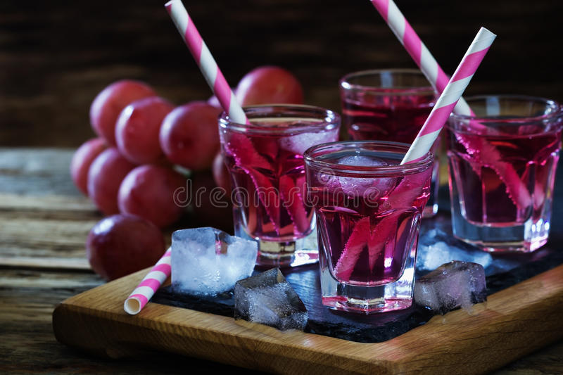 Cocktail fresco das uvas fotografia de stock