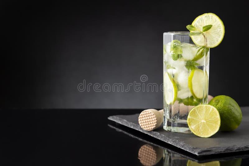 Cocktail frio de Mojito fotografia de stock royalty free