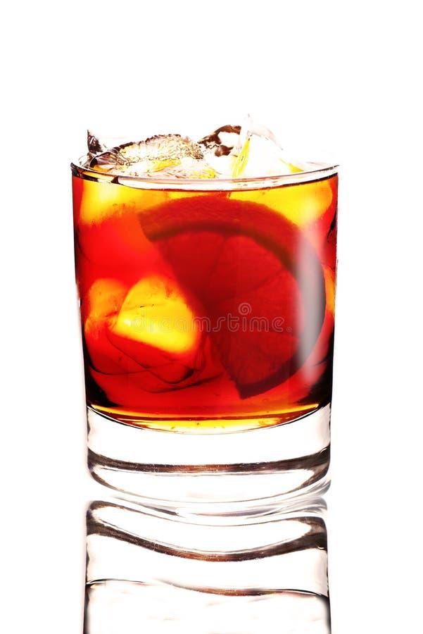 Download Cocktail Giallo Su Fondo Bianco Immagine Stock - Immagine di liquore, lush: 30830227