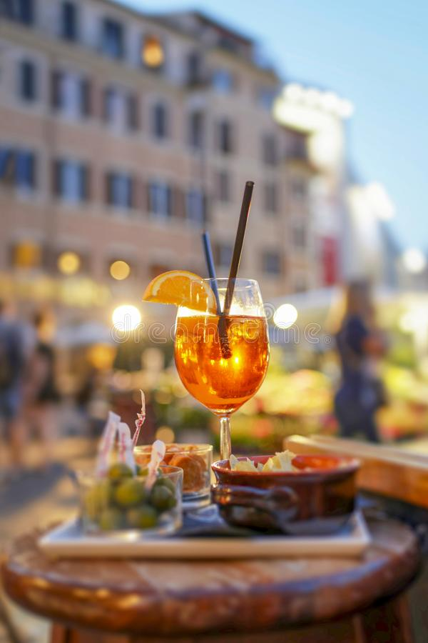 Free Cocktail Hour Royalty Free Stock Photo - 138737655