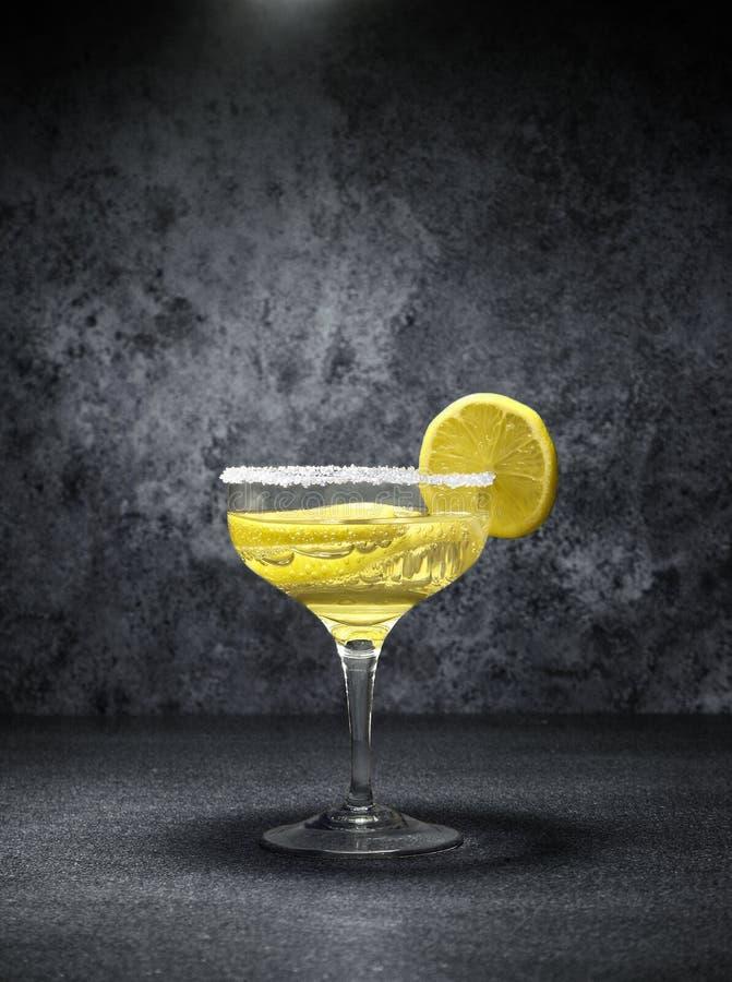 Cocktail met citroenen stock afbeelding