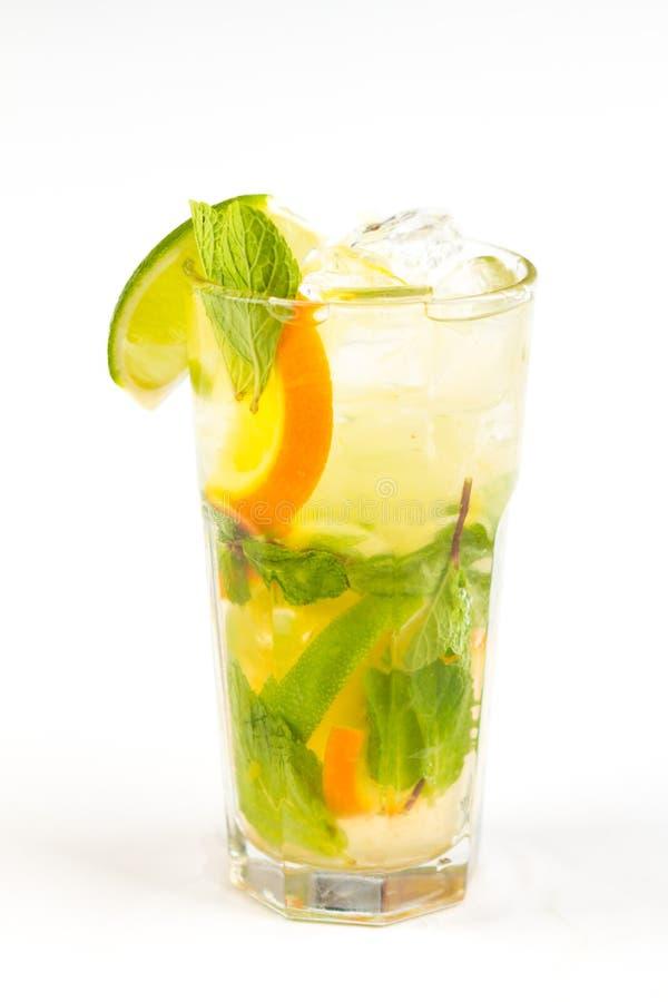 Cocktail met Kalk stock afbeelding