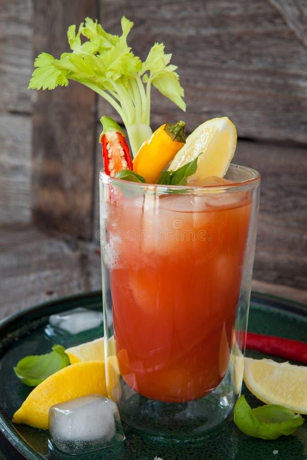 Download Cocktail met tomatesap stock afbeelding. Afbeelding bestaande uit versier - 114225405