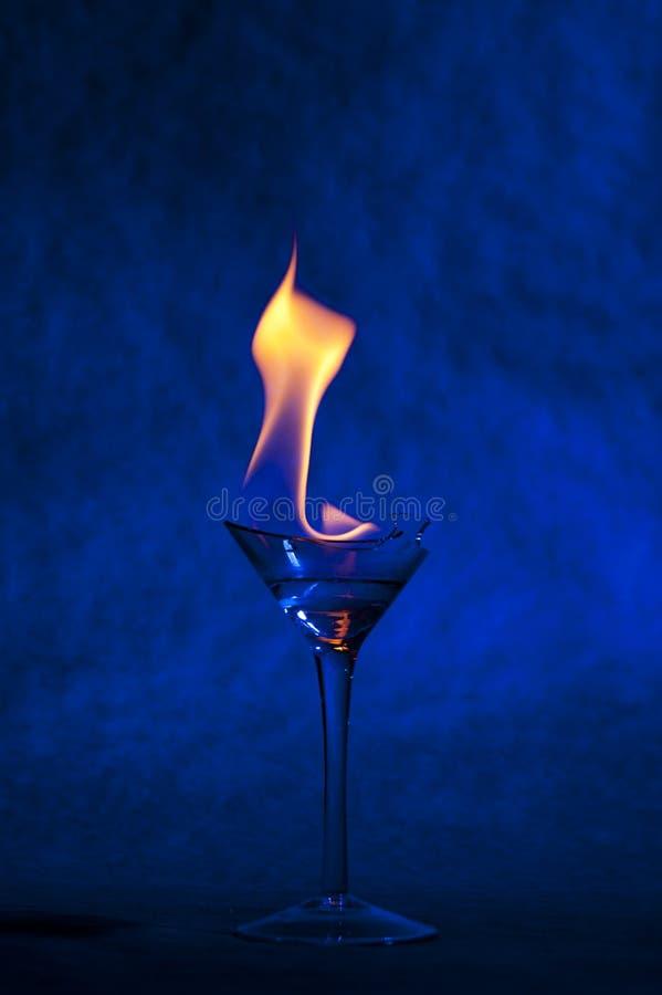 Cocktail mit Flamme stockfotografie