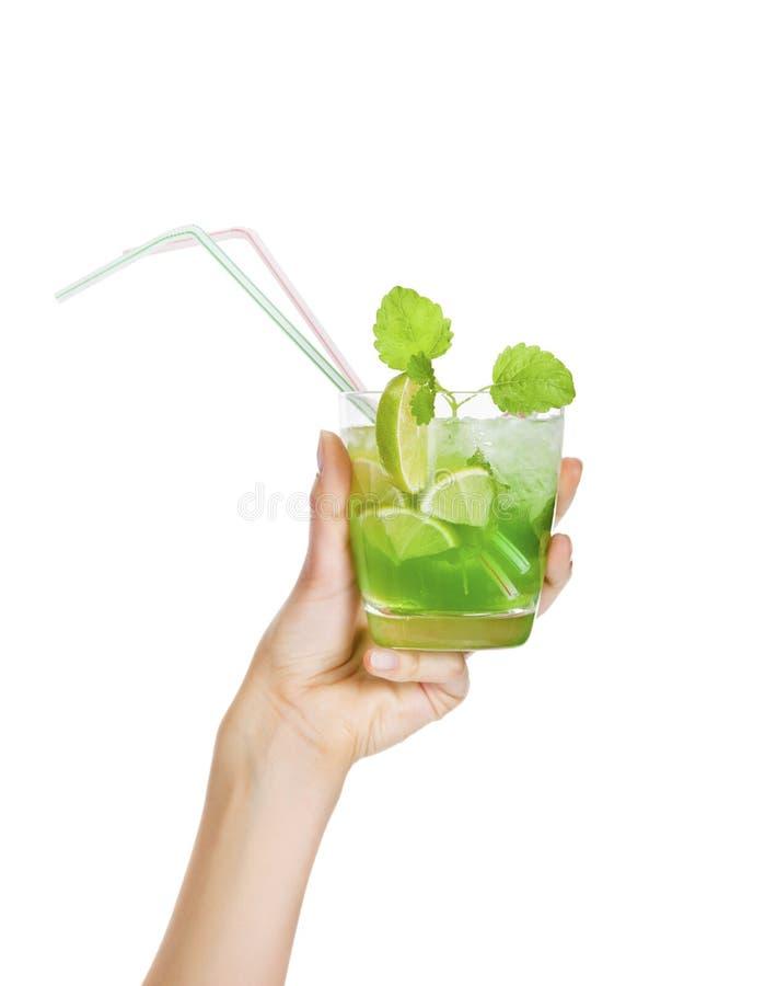 Cocktail - Mojito com fatia da hortelã fresca e do cal fotos de stock royalty free