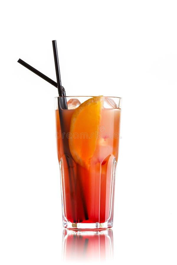 cocktail orange sur le blanc image libre de droits