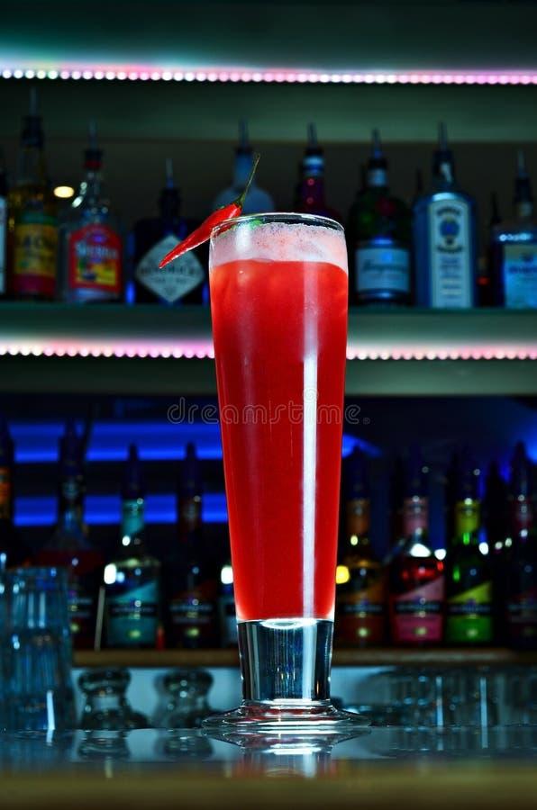 Cocktail piccante dei grandi peperoncini rossi rossi immagine stock