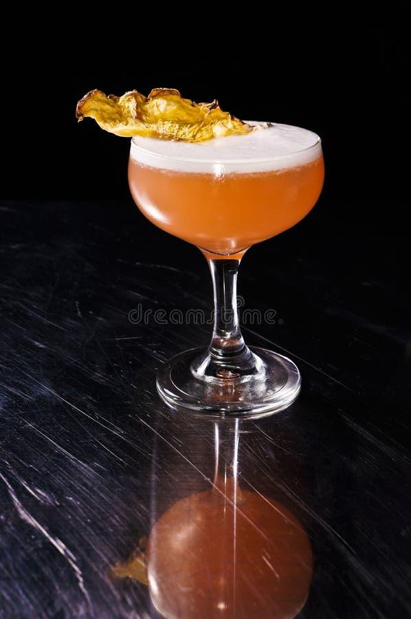 Cocktail ricreativo di estate alcolica dell'ananas fotografia stock libera da diritti
