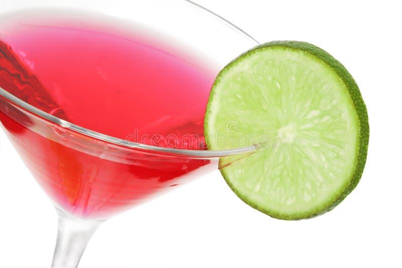 Cocktail rosso con calce fotografie stock libere da diritti