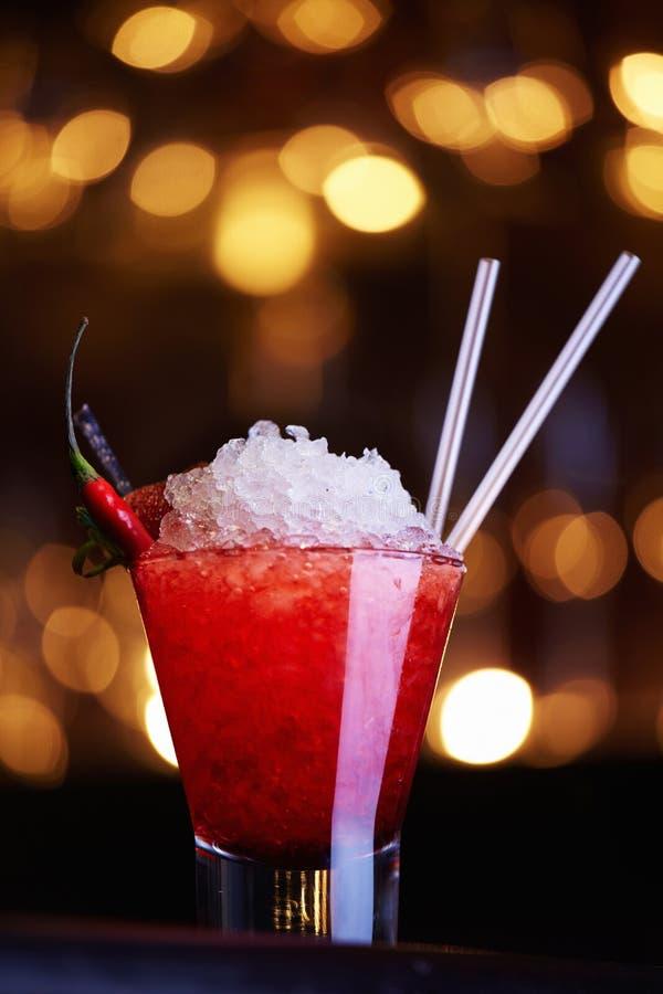 Cocktail rosso con pepe immagini stock libere da diritti