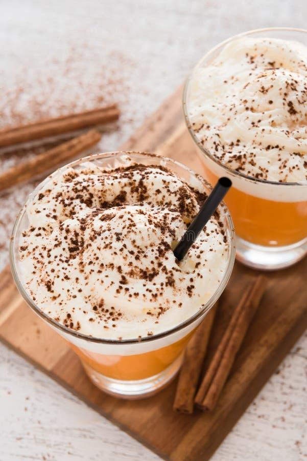 Download Cocktail Sans Sucre De Potiron Avec Le Cinammon Et La Crème Image stock - Image du café, manger: 76078301