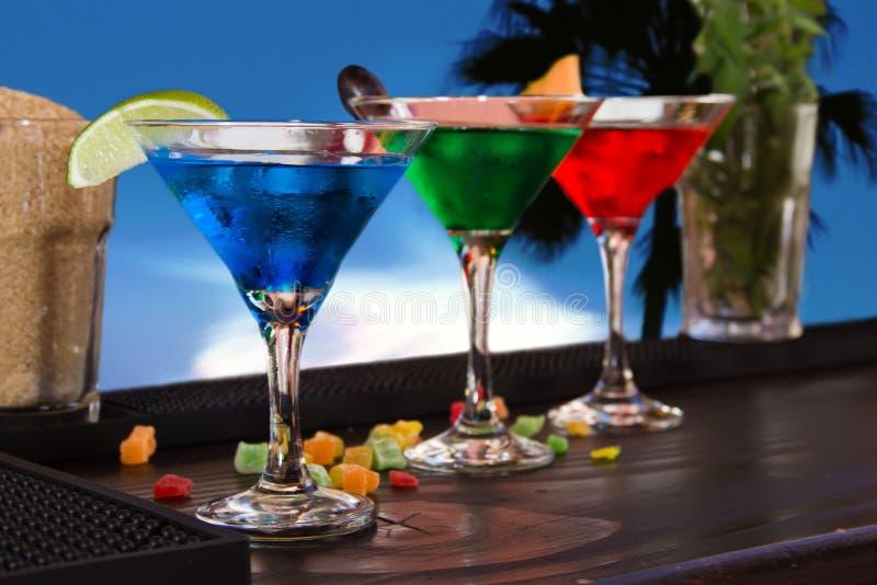 Cocktail sulla barra fotografie stock