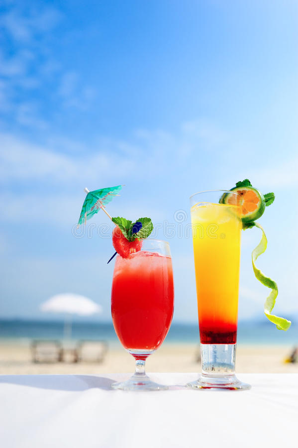 Cocktail sur la plage images libres de droits