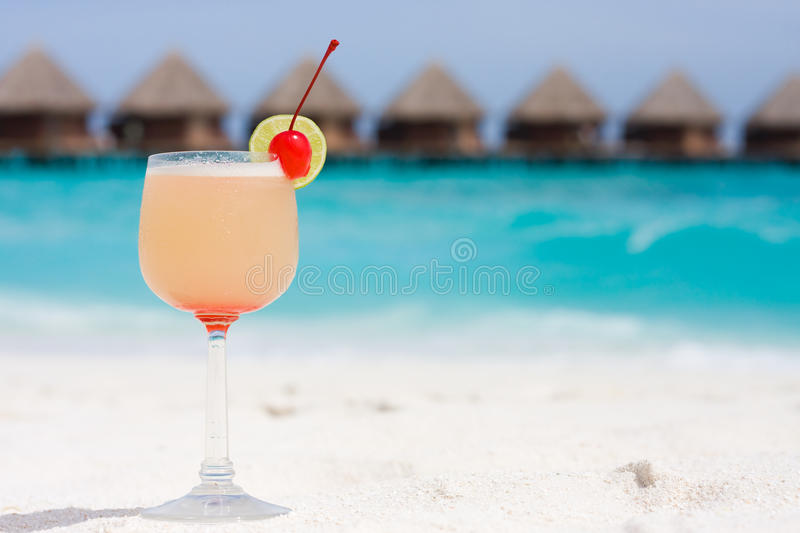 Cocktail sur une plage photo stock